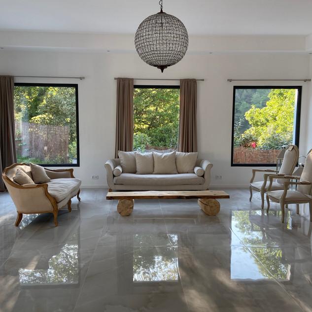 Salon lounge