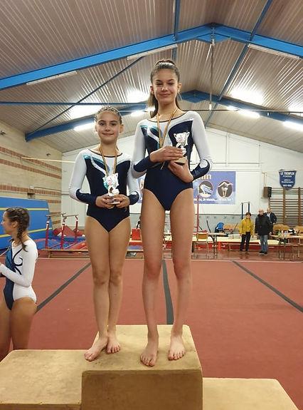 Compétition gymnastique artistique podium