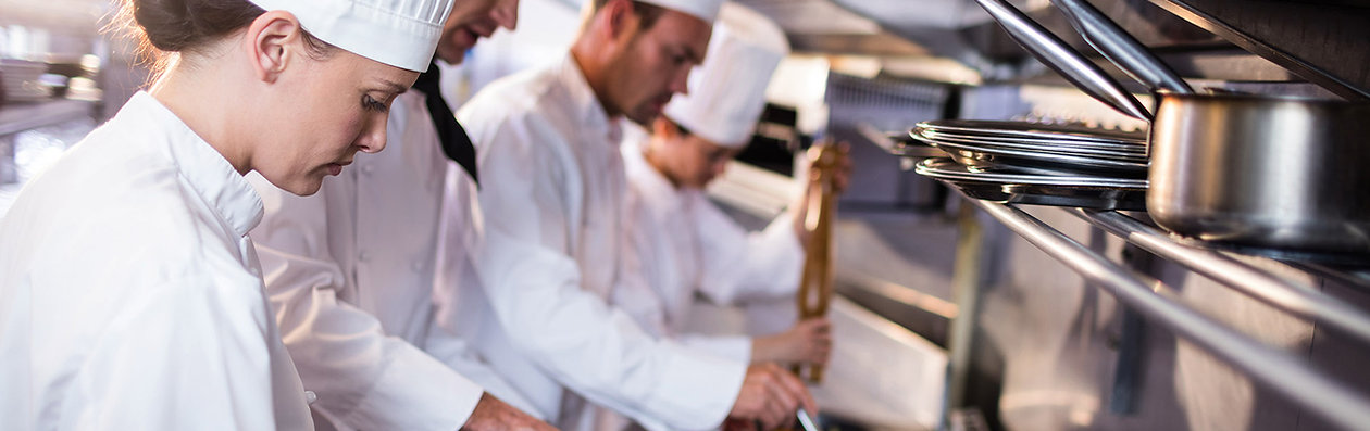 Chefs in commercial kitchen cooking - Il