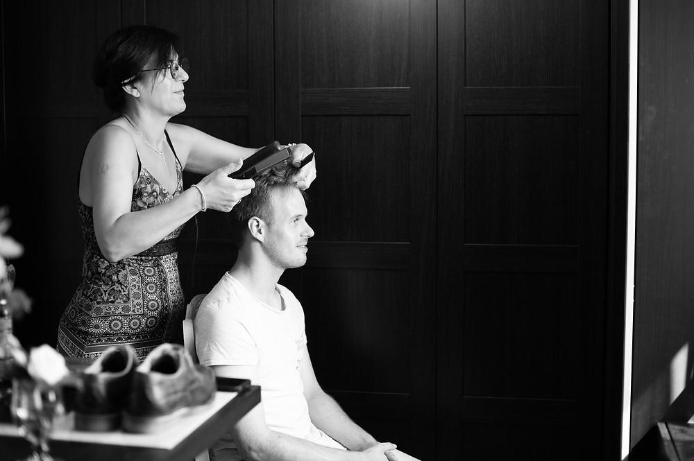 photographe mariage préparatifs marié coiffure
