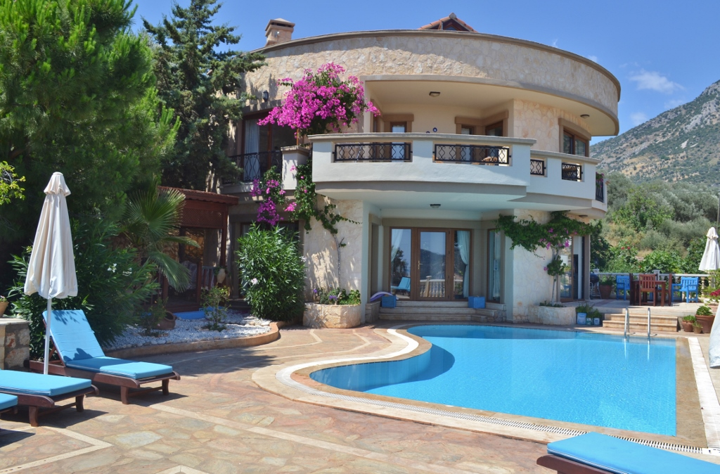 The Roundhouse, Kalkan