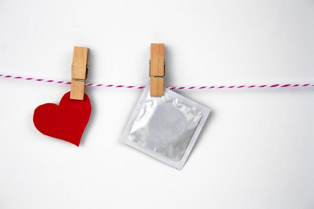 ถุงยางอนามัย วิธีใช้ถุงยางอนามัย ขนาดถุงยางอนามัย ถุงยางอนามัยป้องกันเอชไอวี ป้องกันเอดส์ ตรวจเลือด เพศสัมพันธ์ กามโรค
