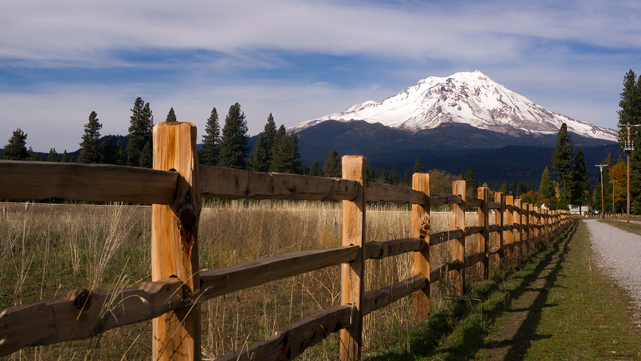 bigstock-Ranch-Fence-Row-Countryside-Ru-79212664