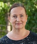 Toimistonhoitaja Maija Issakainen vastaa yhteydenottoihin