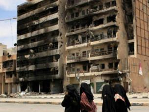 """""""Sinto falta da minha cidade e sinto falta do meu país"""". A fala de uma mulher líbia."""