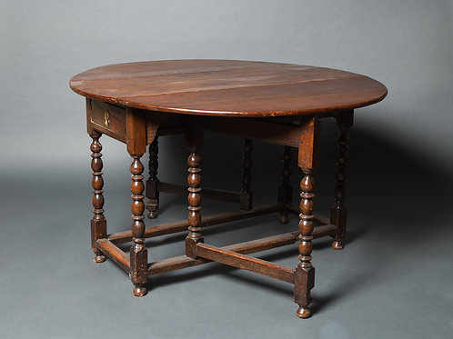 Gated Leg Table, England. 18. Jahrhundert.