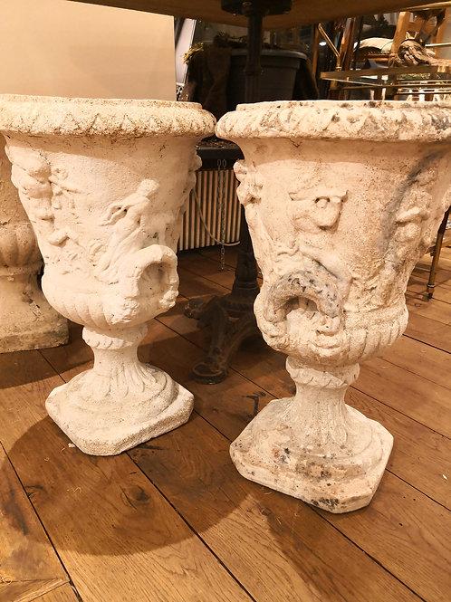 1 Paar handgemetzte Gartenamphoren mit Engelmotiven, um ca. 1830