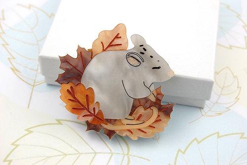 Sleepy mouse Brooch