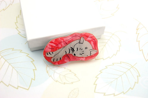 Sleepy Cat Brooch