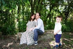 Gestante, pai (marido) e filho bebê