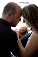 Pai, mãe e bebê. Newborn.