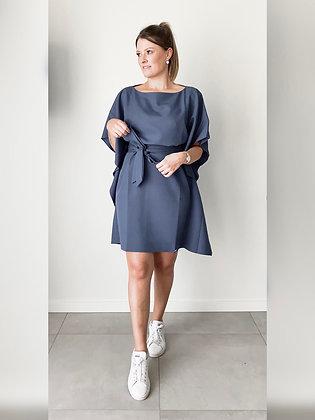 Losvallende blauwe jurk