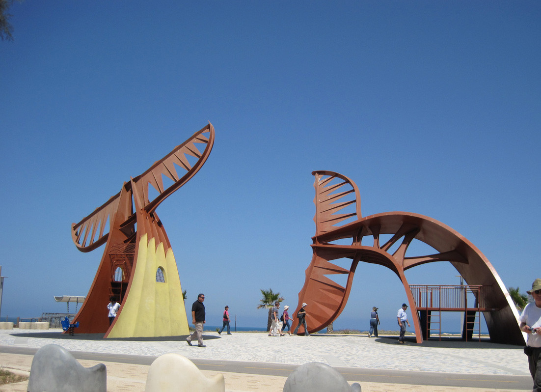 WHALES ,METAL, 11M' HIGH, ASHKELON