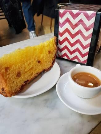 קונדיטוריה Pavè עוגת פנטונה.jpg