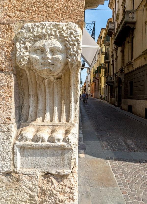 סמלים של אויבים מובסים ורונה איטליה.jpg