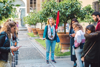 לי טפרברג מדריכת הטיולים של באיטליה בפירנצה