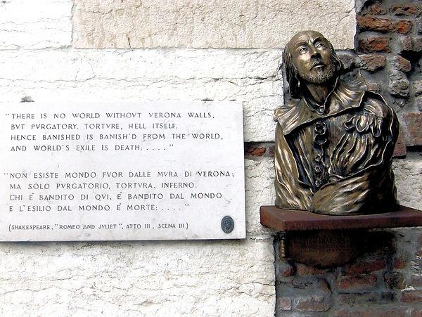 פסלו של שייקספיר ורונה איטליה