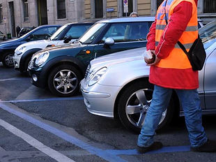 סימון על הכביש לחניה בכחול בתשלום