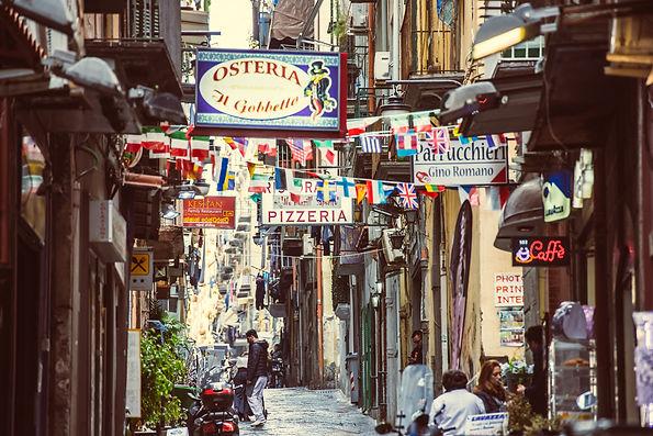 רחוב טיפוסי בנאפולי