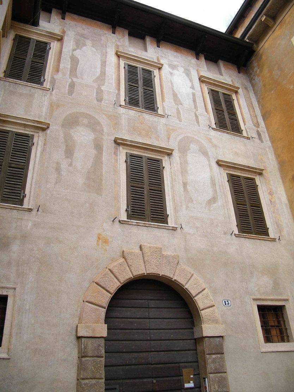 כניסה לספריית קפיטולרה ורונה איטליה