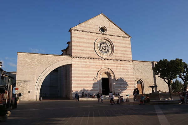 בזיליקת סנטה קיארה , אסיזי אומבריה איטליה