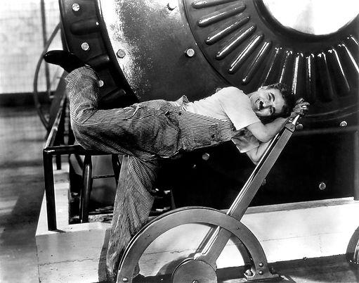 """צ'פלין בסצנה מהסרט """"זמנים מודרניים (1936)"""