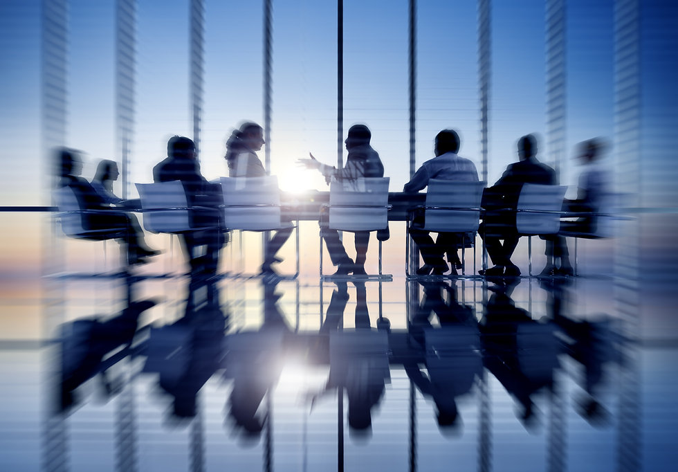 shutterstock_316846424-PEOPLE-AROUND-TAB