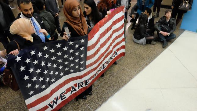 Obama, Democrats flip script on immigration