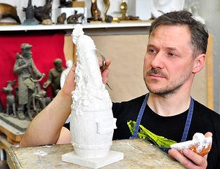Скульптор с огурцом.JPG