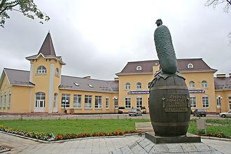 Памятник огурцу.jpg