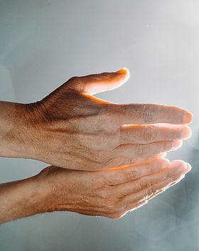 hands-5366493_1920.jpg