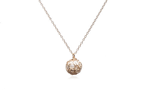 Mesh pearl necklace
