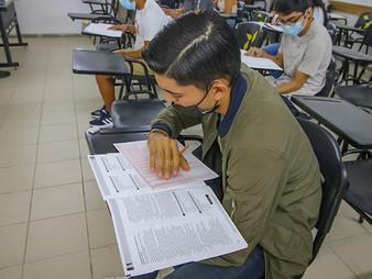 La Mitad Logra la Universidad