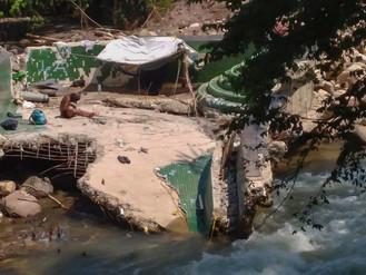 Gracias por las Ruinas: Los Indigentes