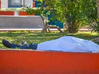 Cadáver en Plaza De El Pitillal
