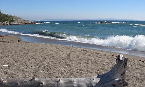 terrace-bay-beach-shore_2561x1280-web.jp