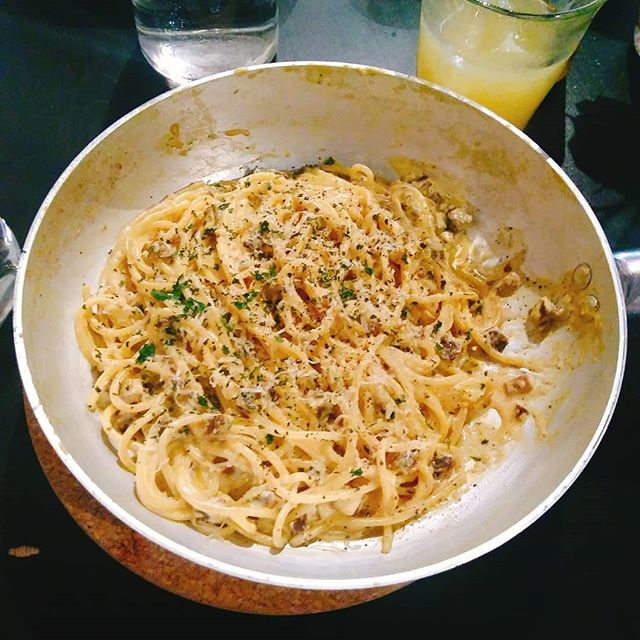 Amazing Vegan Spaghetti Alla Carbonara at _novapizzaveg ! I've been craving a pasta with white sauce forever and finally can eat one without