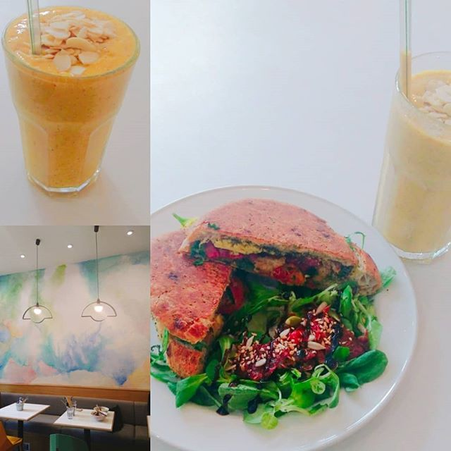 Popped into _picnic.glasgow for a yummy vegan lunch of their vegetable focaccia and yellow yellow smoothie