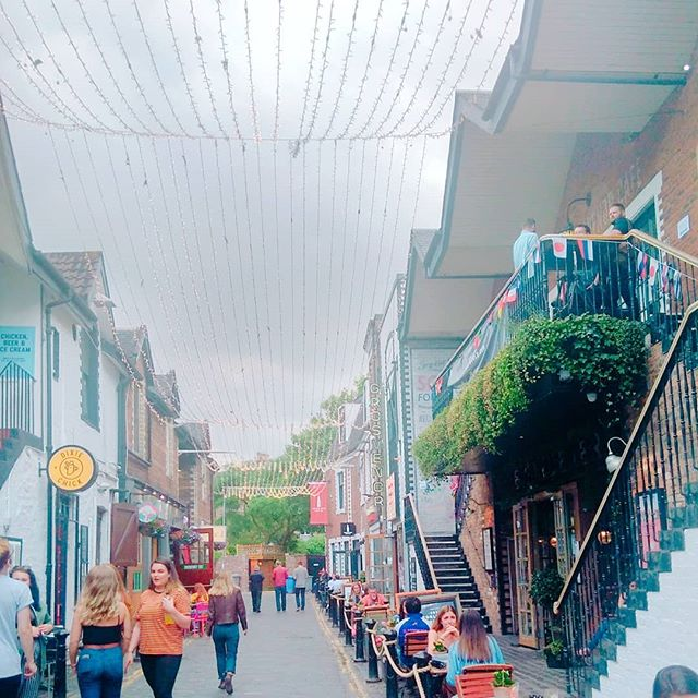 Ashton Lane in Glasgow is a bit hidden, but very hip and cool