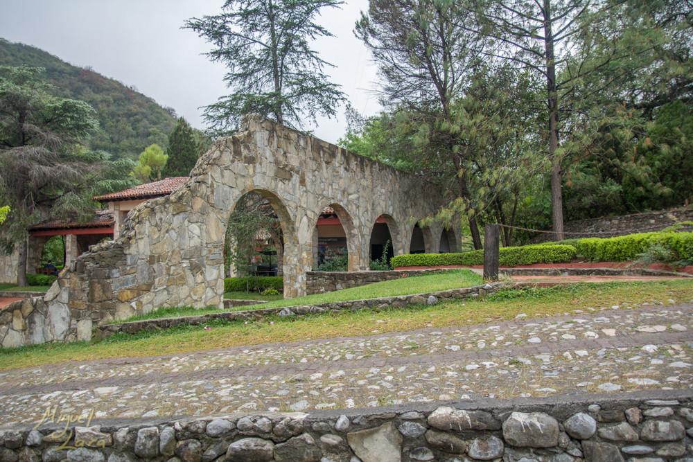 Arcos en la entrada de la Estanzuela