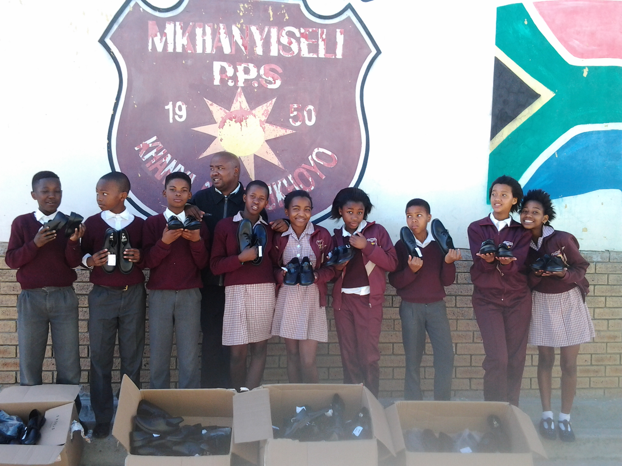 Mkhanyiseli Primary School shoe distribution_2012