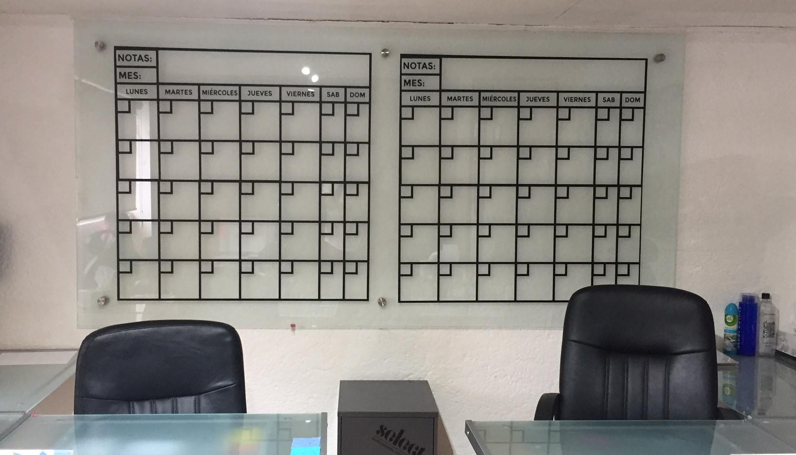 Vinil tipo calendario sobre pizarron Puebla.JPG