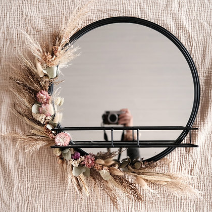 Spiegel met droogbloemen