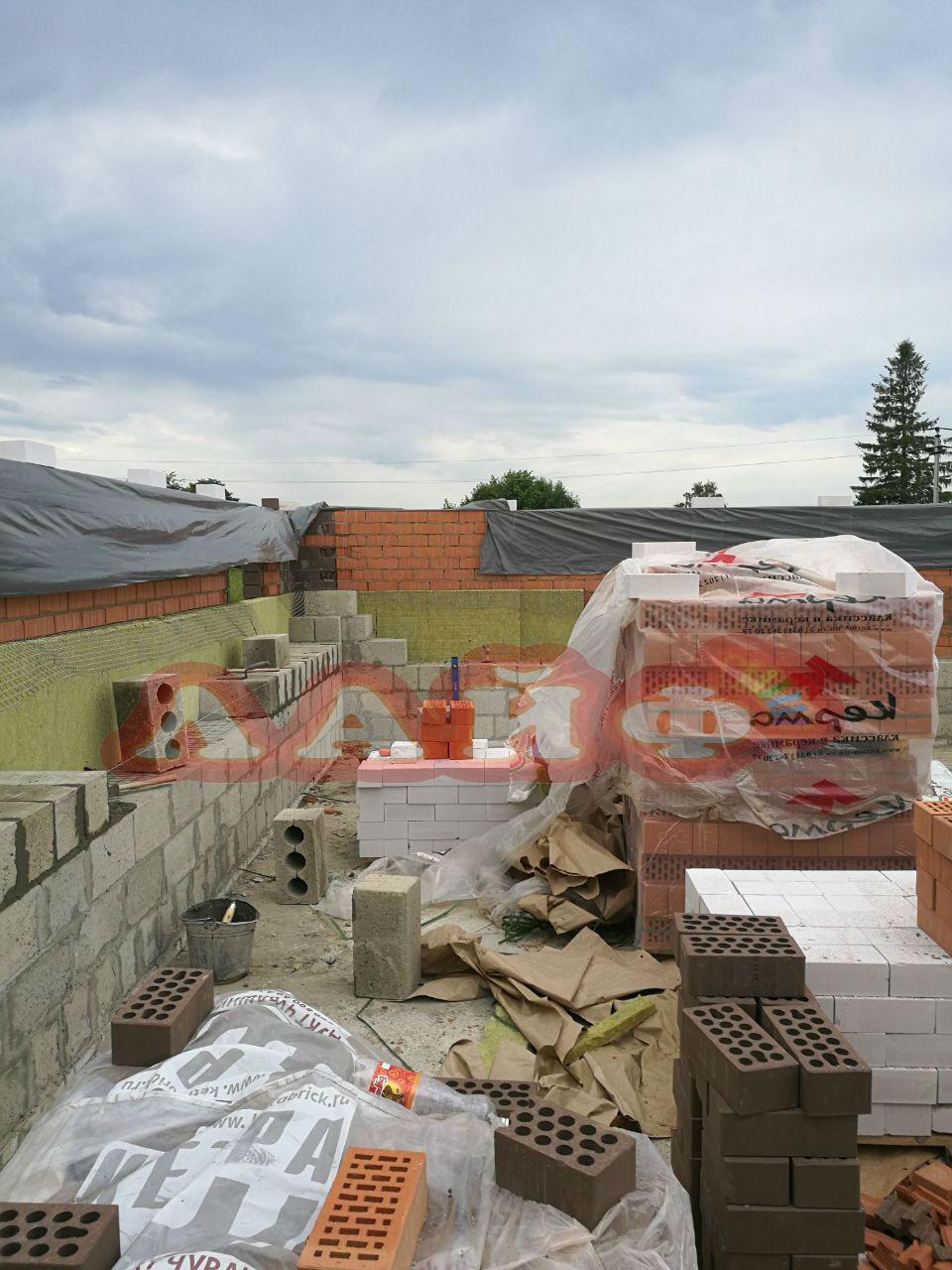 стены из блока и кирпича лайф