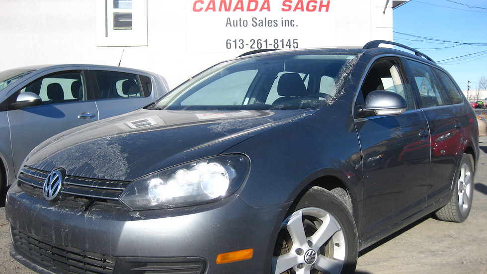 2011 Volkswagen Golf Wagon - 122 000KMS