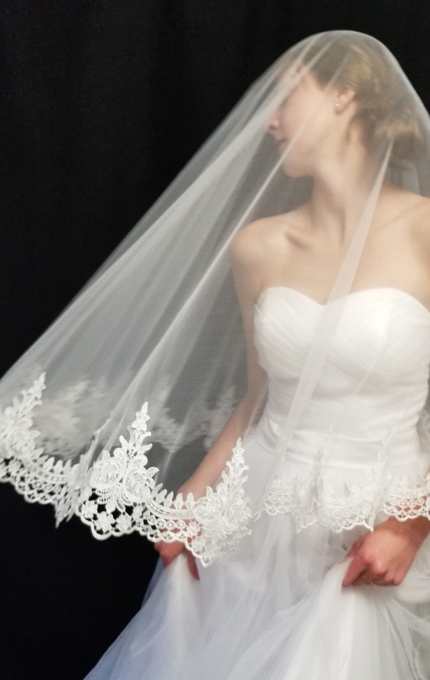 Drop veil with lace