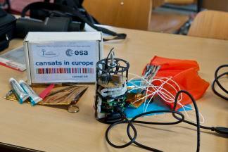Der CanSat des Teams ΣkyΔivers  - noch ohne Außenhülle.  Foto: DLR (CC BY 3.0 DE)