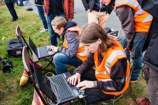 Das Team ASL Sat 2 bei der Startvorbereitung  beim Flugplatz Rotenburg (Wümme).  Foto: Team ASL Sat 2 (CC BY 3.0 DE)