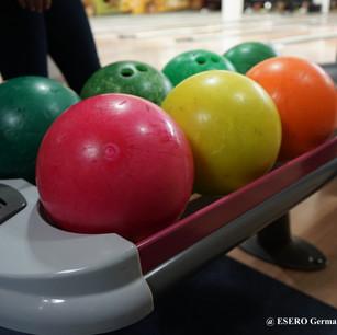 Abendveranstaltung_Bowlingkugeln_socialm