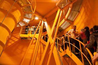 Zum Rahmenprogramm gehörte die  Besichtigung der Raumfahrtstadt Bremen  - hier der Fallturm des ZARMs ... Foto: Team ASL Sat 2 (CC BY 3.0 DE)